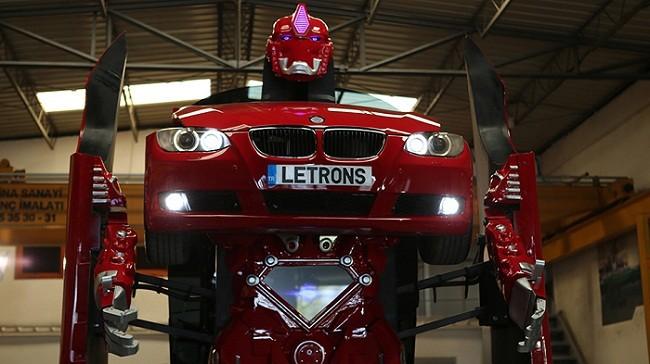 Xe BMW biến hình thành robot Transformer.