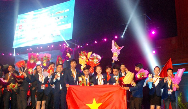 Đoàn Việt Nam tại Lễ bế mạc Kỳ thi tay nghề Asean lần thứ 11 tại Malaysia- (Ảnh: Dân Trí).