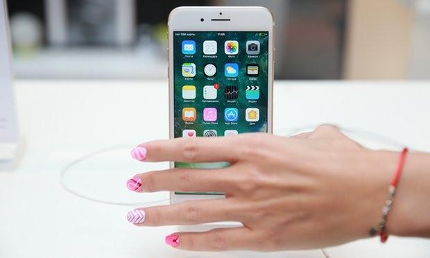 Apple, Samsung và các nhà mang đang tranh giành quyền kiểm soát người dùng.