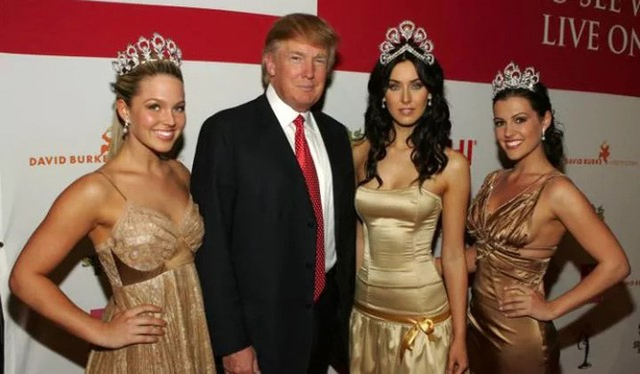 Ông Trump bị tố từng nhiều lần ra vào phòng thay đồ khi nữ thí sinh trong tình trạng khỏa thân. (Ảnh: Getty)