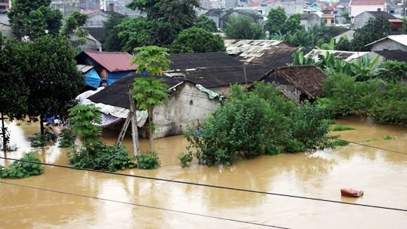Mưa to khiến nhiều nơi tại miền Trung chìm trong ngập lụt
