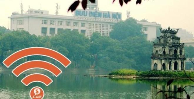 """Người dân và du khách có thể truy cập Wi-Fi miễn phí từ smartphone hoặc thiết bị cầm tay bằng cách bật chế độ tìm kiếm Wi-Fi và lựa chọn điểm phát có tên """"Freewifi_UBNDHANOI""""."""