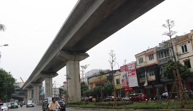 Một công nhân bất ngờ rơi xuống đường trên tuyến Cát Linh - Hà Đông- (Ảnh: ĐK).