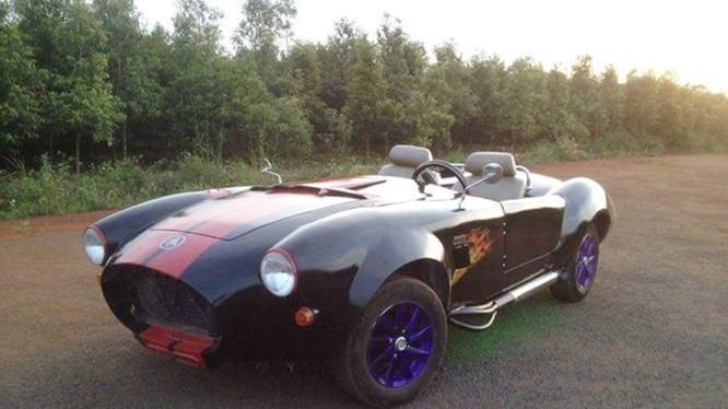 Chiếc xe chế Shelby Cobra sau khi hoàn thiện