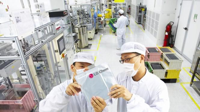 LG Chem có thể là đối tác để sản xuất pin cho Galaxy S8- (Ảnh: THE KOREA HERALD).