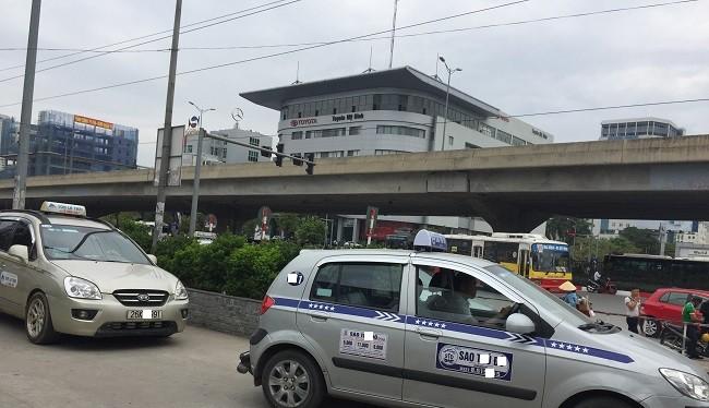 3.000 taxi ngoại tỉnh thường xuyên hoạt động tại Hà Nội.