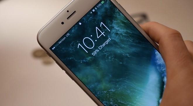 Màn hình đôi khi tự bật dù người dùng không sử dụng điện thoại- (Ảnh: iDownloadBlog).