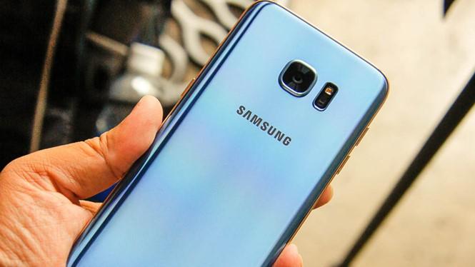 Galaxy S7 edge phiên bản màu xanh vừa được ra mắt- (Ảnh: T.LUÂN).