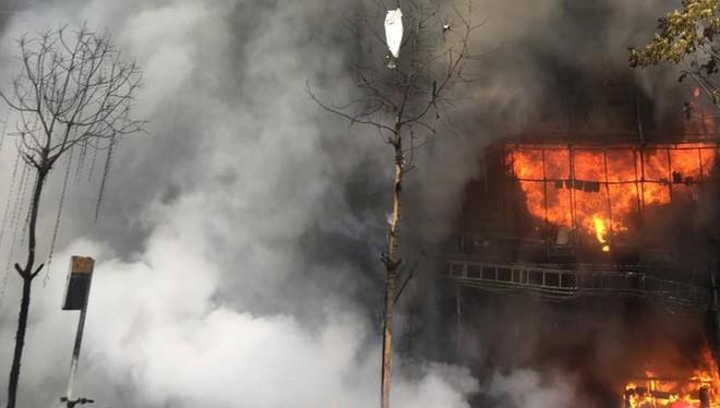 Cháy lớn tại quán Karaoke 68 Trần Thái Tông