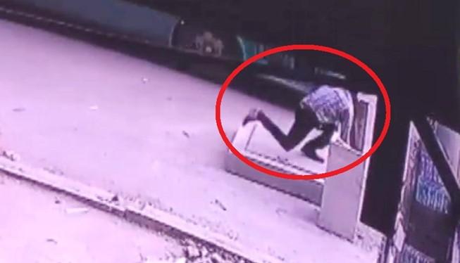 Một người rơi xuống hố ga tử vong ở Sài Gòn - (Nguồn Internet)