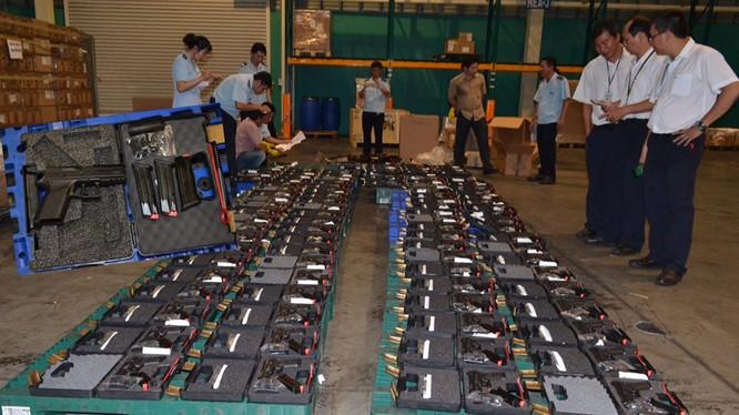 Lô súng bị thu giữ tại sân bay Tân Sơn Nhất