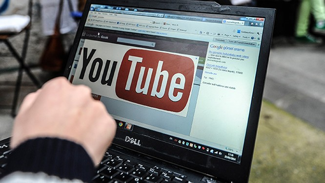 Chủ nhân video trên YouTube đã có thể kiểm soát các ý kiến tương tác tốt hơn- (Ảnh: AFP).