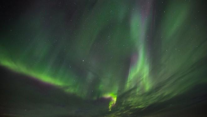 """""""Drone Lighting"""" được khởi xướng bởi nhiếp ảnh gia Reuben Wu. Để chụp được những tấm ảnh đêm ấn tượng, người chụp đã gắn thêm các thiết bị trợ sáng lên Drone (máy bay không người lái)."""