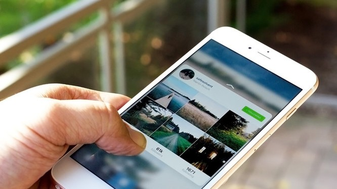 Bạn có thể xử lý nhanh hơn với các thao tác bằng ngón tay vào màn hình iPhone- (Ảnh: REUTERS).