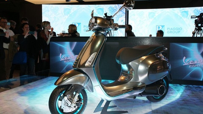 Vespa Primavera phiên bản chạy điện có tên Elettrica đã ra mắt trong triển lãm EICMA năm nay dưới dạng xe concept.