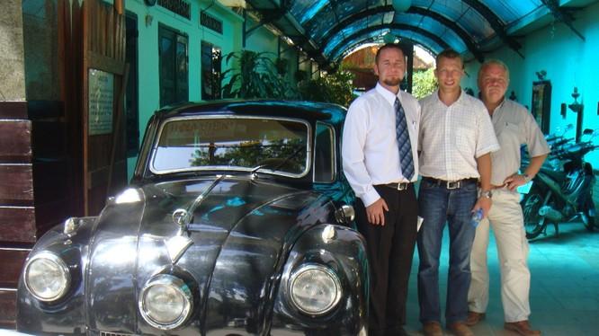 Tatra T87 trưng bày tại khu vực trung tâm TPHCM và những người bạn quốc tế hâm mộ.
