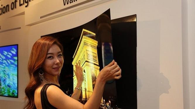 Nguyên mẫu TV OLED dán tường được LG giới thiệu năm 2015.
