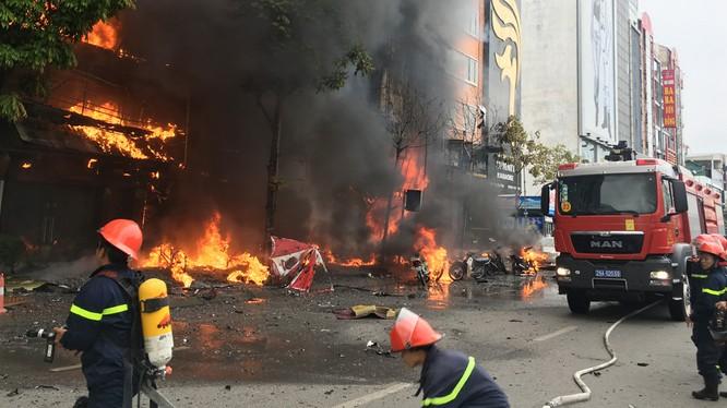HIện trường vụ cháy quán Karaoke 68 Trần Thái Tông