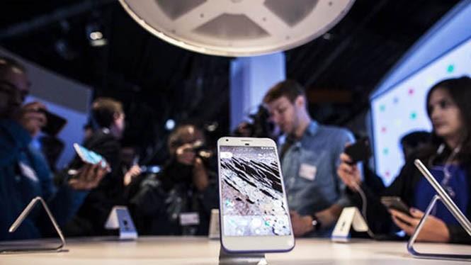 Vừa phát hành ra thị trường chẳng bao lâu, điện thoại Pixel đã dính lỗ hổng- (Ảnh: AFP).