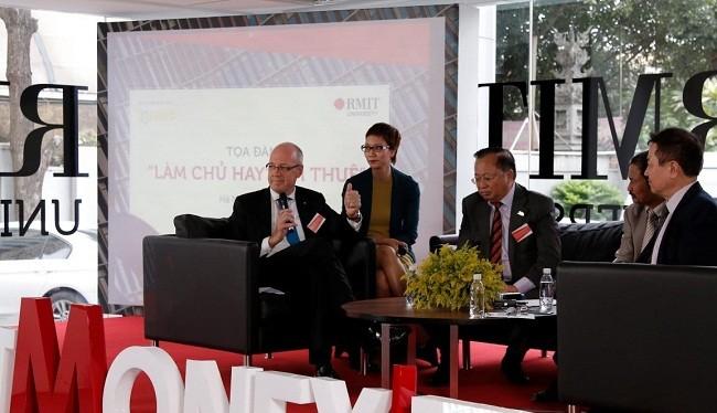 """Ông Phillip Dowler- Trưởng đại diện RMIT Việt Nam khuyên các bạn trẻ mới ra trường, nếu lựa chọn """"làm thuê"""" thì dù đó là công việc gì thì cũng hãy làm thật tốt."""