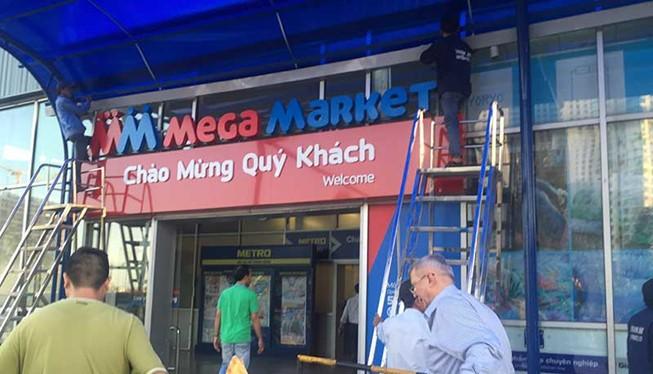Biển hiệu Siêu thị Metro An Phú tại quận 2, TP.HCM đang được tháo dỡ, thay vào đó bằng tên MM Mega Market