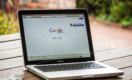 Đồng bộ dữ liệu giữa iPhone và MacBook. Ảnh: Internet