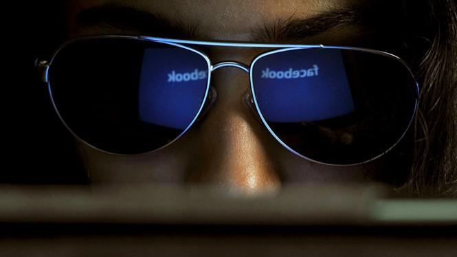 Người dùng cần chủ động tránh những trang tin giả mạo- (Ảnh: AFP).