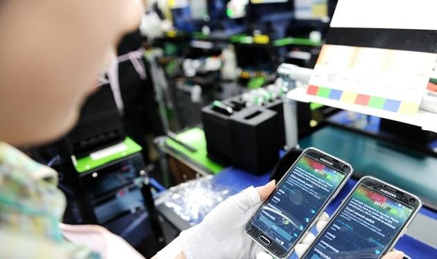 Riêng nhập khẩu điện thoại, linh kiện từ Trung Quốc chiếm 57% tổng kim ngạch với 4,9 tỉ USD.