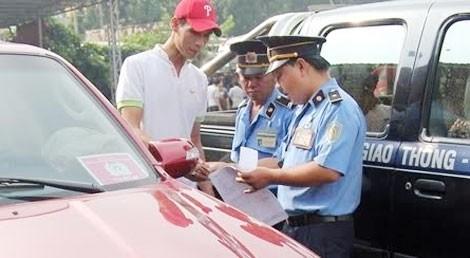 Sở GTVT Hà Nội vừa quyết định thu hồi 535 phù hiệu xe ô tô.