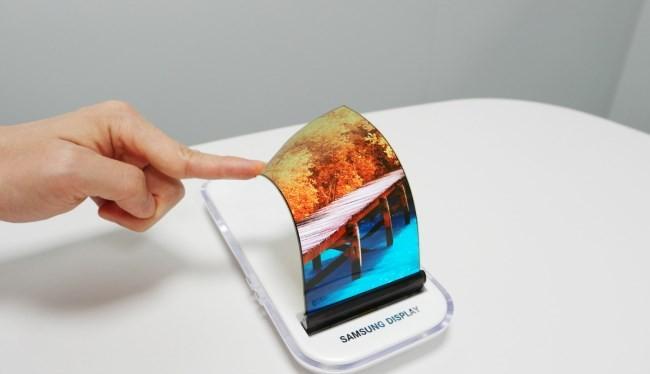 Samsung từng giới thiệu mẫu màn hình cong độc đáo.