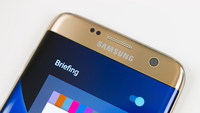 Camera trước trên S8 có thể lại là một cuộc cách mạng. Ảnh: Android Authority.
