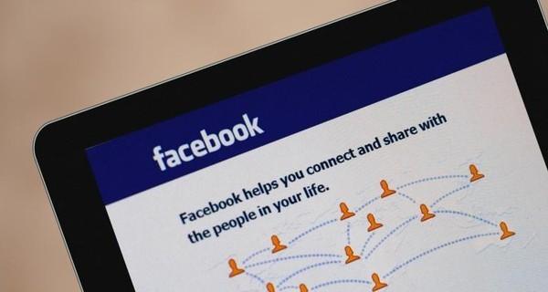 Mạng xã hội Facebook ngắn kết mọi người gần nhau hơn, tuy nhiên người dùng nên để ý đến vấn đề bảo mật thông tin cá nhân.