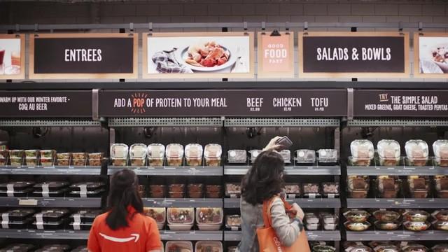 Những quầy thực phẩm chế biến sẵn tại Amazon Go.