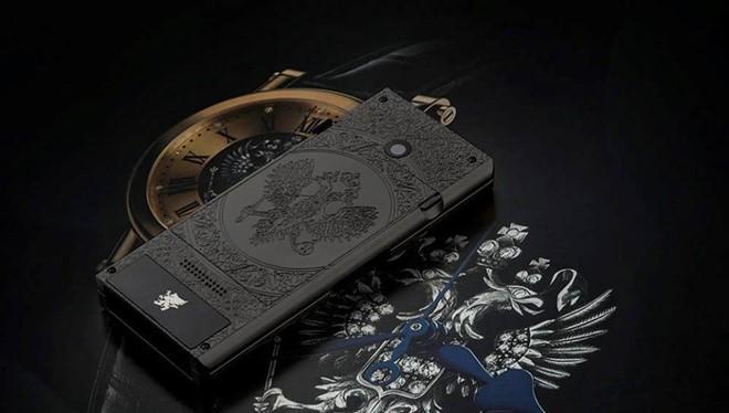 Thiết kế của máy lấy cảm hứng từ biểu tượng chú chim đại bàng hai đầu.