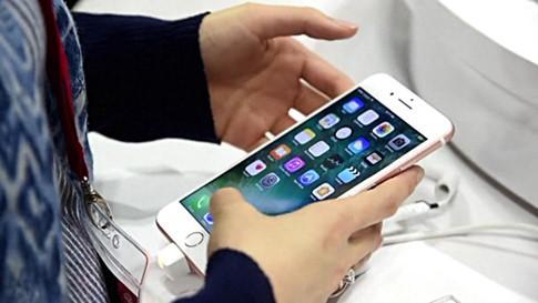 Vẫn sẽ có iPhone 7S và iPhone7S Plus vào năm sau với một ít thay đổi so với bản hiện tại- (ẢNH: AFP).