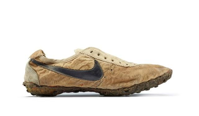 OG Nike Waffle Racers hay còn gọi là Moon Shoes