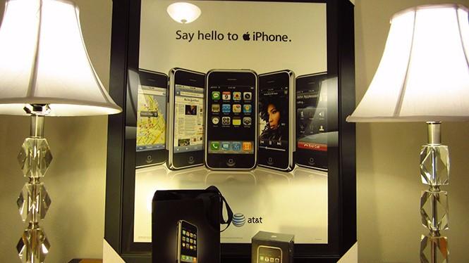 Những chiếc iPhone đời đầu luôn là mục tiêu săn đón của những người thích sưu tầm- (ẢNH: PHONEARENA).