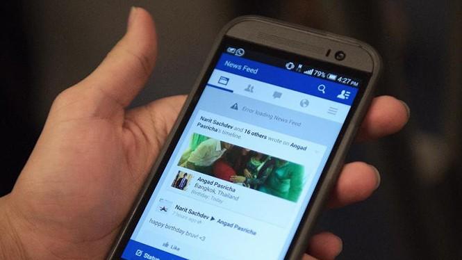 News Feed của nhiều người dùng Facebook bỗng nhiên hiển thị bài viết cũ- (ẢNH: AFP).