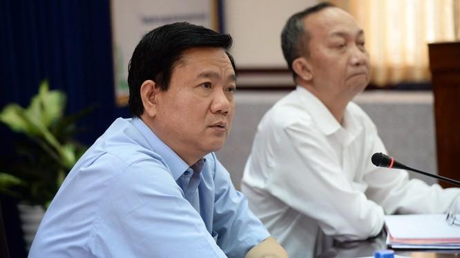 Bí thư Thành ủy Đinh La Thăng phê bình lãnh đạo Trung tâm điều hành chống ngập nước TP.HCM - Ảnh: Tự Trung