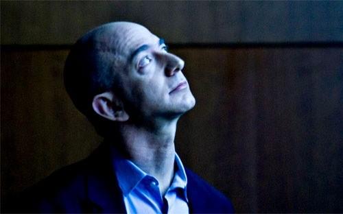 """Tỷ phú Jeff Bezos, """"ông chủ"""" hãng bán lẻ Amazon.com - Ảnh: Bloomberg."""