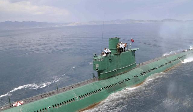 """Truy vết tàu ngầm phóng tên lửa đạn đạo mà Triều Tiên vừa """"khoe"""""""