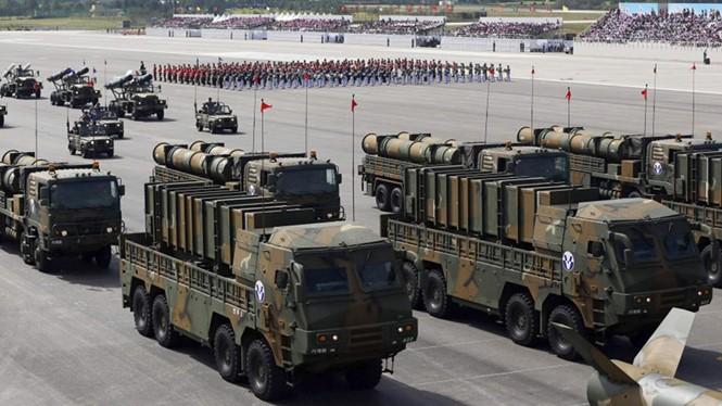 Hàn Quốc đã sẵn sàng tên lửa để đáp trả Triều Tiên. Trong ảnh là tên lửa hành trình Hyunmoo-2 và Hyunmoo-3 của Hàn Quốc trong một cuộc duyệt binh - Ảnh: Reuters