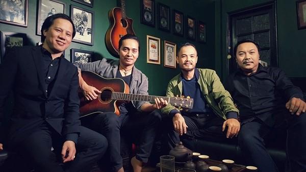 Trần Lập và những thành viên trong ban nhạc bức tường