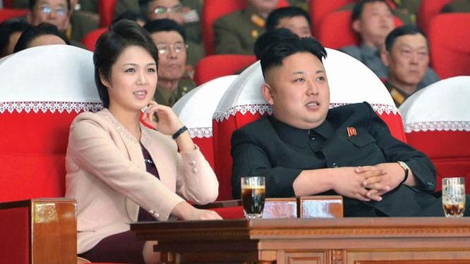 """Video: Xem vợ lãnh tụ Kim Jong-un hát """"Đừng gọi tên tôi"""""""