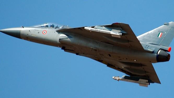 Tiêm kích Tejas của nền công nghiệp quốc phòng Ấn Độ.