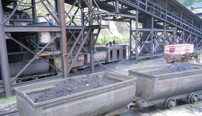 Sản xuất than tại mỏ than Vàng Danh, Quảng Ninh - Ảnh: Văn Nam