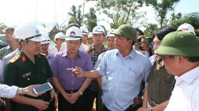 Bộ trưởng Đinh La Thăng đang thị sát các công trình giao thông