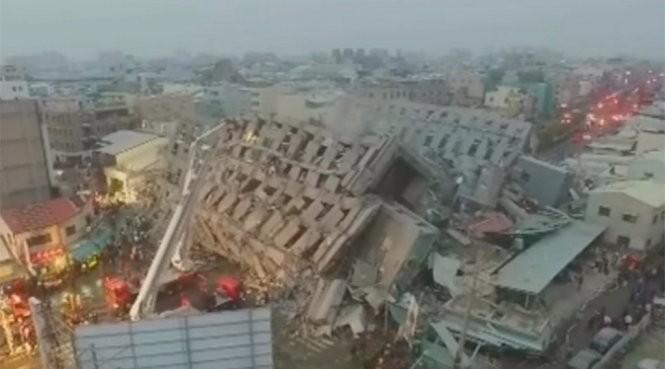 Nhiều tòa nhà cao tầng sập do động đất - Ảnh: RT