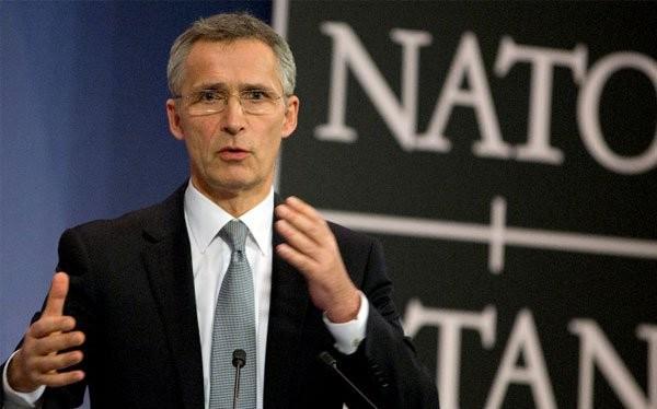 Tổng thư ký NATO Jens Stoltenberg phát biểu tại cuộc họp báo ở tổng hành dinh của NATO ở Brussels (Bỉ) ngày 10-2. Ảnh: AP