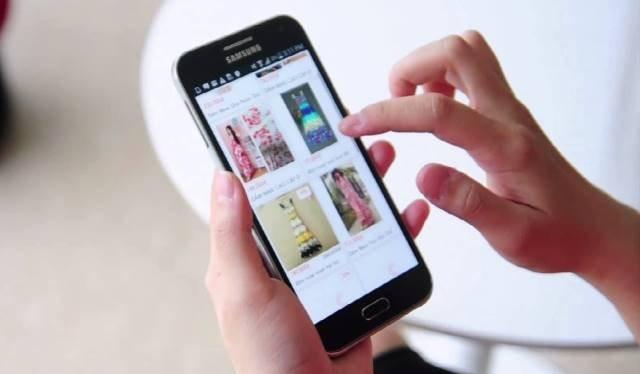 Khách hàng dễ dàng chọn mua sản phẩm qua mạng thông qua ứng dụng di động Sendo - Ảnh: Sendo.vn